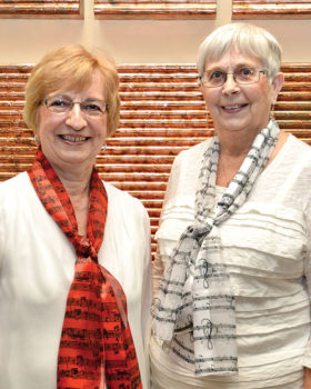 Retiring director Jacquie Fedie and pianist Ginny Lewis